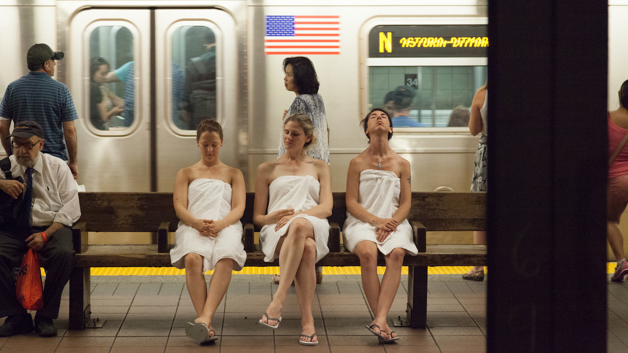 Metro Tannenbaum.The Subway Spa Improv Everywhere